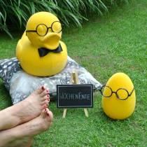 Żółte jajko wielkanocne z kieliszkami, Deco Egg flokowane, dekoracja wielkanocna